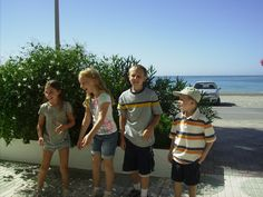 How to raise multilingual children? It is fairly easy. Kids are like sponges, soaking up everything without any effort or even concieus idea that they are in fact learning. Learn Spanish in Spain: www.spanish-schoo...