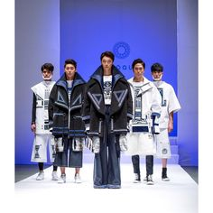 #fashion #fashionshow #white #black #blue #africa #3dprint #3dprinting #mask #handmade #handpainted #acrylic #craft #oversize #overfit #hightop #stansmith #blessedbullet #패션 #패션쇼 #졸업패션쇼 by highlow_f