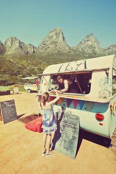 Laby Bonin's Tea Parlour: mobile tea shop