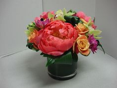 Simple way to arrange fresh cut flowers but real cute.