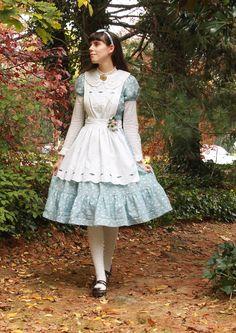 Alice In Wonderland alice lolita apron classic lolita Halloween Costume old school lolita indie brand Halloween lolita sakurafairy coord