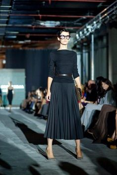 51 Classy Pleated Skirt Outfit Ideas For Fall You Should Already Own - Source by ideas classy Work Fashion, Skirt Fashion, Fashion Outfits, Womens Fashion, Latest Fashion, Fashion Trends, Outfit Elegantes, Mode Outfits, Mode Inspiration