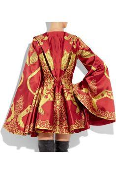 Alexander mcqueen Lion Silk-jacquard Kimono Cape in Red Modern Victorian Dresses, Hallowen Ideas, Taylor Swift Outfits, Alexander Mcqueen Dresses, Couture Details, African Print Dresses, Little Dresses, Japanese Fashion, Fashion Outfits