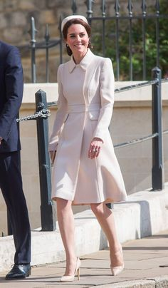 Catherine, The Duchess of Cambridge in Catherine Walker attends an Easter Day church service in London. Kate Middleton Coat, Kate Middleton Outfits, The Duchess, Duchess Of Cambridge, Duchesse Kate, Cute Winter Coats, Cowgirl Style Outfits, Catherine Walker, Kate And Meghan