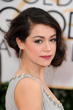 Tatiana Maslany from BBC America's Orphan Black at the 2014 Golden Globes. Golden Globe Award, Golden Globes, Brushed Out Curls, Hazel Color, Faux Bob, Tatiana Maslany, Red Carpet Hair, Hair Styles 2014, Canadian Actresses