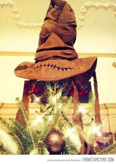 This has to be the greatest tree topper i have ever seen! I need this now.