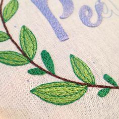 Folhinhas. 🍃💙 #folhagem #leafs #details #Creative #instaartist #crudistore #craft #handmade #embroidery #crossstitch #sew #art #cute #pretty #designs #artwork #funny #bordado #feitoamao #handembroidery #brasil #bordadoamao #green #folhas