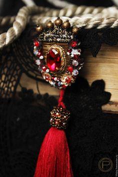 Купить Брошь Королевский герб. - ярко-красный, бронзовый, брошь ручной работы, вышитая брошь