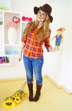 It's possible to save Halloween with a fast and easy DIY costume. For the majority of the kids, Halloween is among the best days. Spirit Halloween can help you revolutionize your house into the spotlight. Scarecrow Costume Women, Farmer Halloween Costume, Halloween College, Farmer Costume, Diy Halloween Costumes For Women, Cute Halloween Costumes, Halloween Diy, Scarecrow Makeup, Costumes
