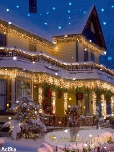 ☃Christmas GiF☃ - ☃Christmas GiF☃ The Effective Pictures We Offer You About diy crafts A quality picture can tel - Christmas Scenes, Christmas Love, Outdoor Christmas, Christmas Pictures, Beautiful Christmas, Winter Christmas, Christmas Lights, Vintage Christmas, Christmas Decorations