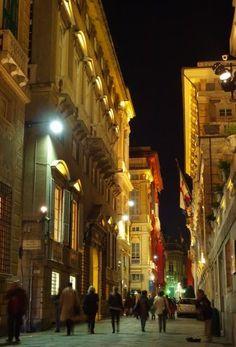 """Genova-Via Garibaldi-la """"Via Aurea"""" con le splendide dimore del '500"""