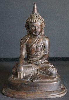 19th - 20th Century Burmese Bronze Shan Buddha Statue - Bhumisparsa mudra