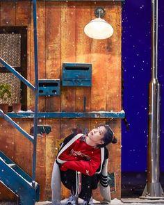 "Instagram의 IU x UAENA님: ""I'll never stop talking about how beautiful this video is🌨❄️ ——————————— 이 특별한 순간... ——————————— #IUXUAENA #IU #DLWLRMA #UAENA #아이유…"" Iu Hair, Fandom Kpop, Pose Reference Photo, Eun Ji, Sad Art, Iu Fashion, Soyeon, Love Poems, Korean Singer"
