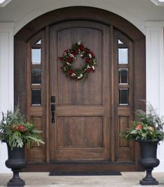 41 Beautiful Farmhouse Front Door Entrance Decor and Design Ideas Front Door Entrance, Exterior Front Doors, Entrance Decor, Front Entrances, Entrance Ideas, Arched Front Door, House Entrance, Stained Front Door, Entrance Design