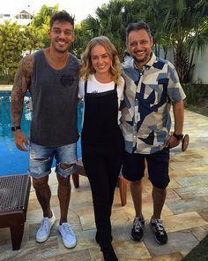 Lucas Lucas posa com Angélica e com seu pai, Paulo Roberto, na piscina da sua casa (Foto: Arquivo Pessoal)