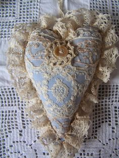 villa extra Guard Your Heart, My Heart, Shabby Chic Wreath, Fabric Hearts, Cute Quilts, Vintage Quilts, Pin Cushions, Hand Sewn, Burlap Wreath