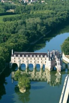 Chateau Chenonceau on River Cher  - France http://www.bargetravelpoints.com/regions/france/loire/nymphea.htm