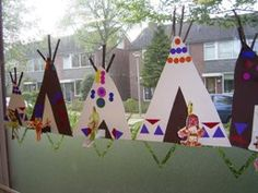 Indianententjes versieren met mozaiekrand Indian Party Themes, Indian Theme, Native American Projects, Native American Art, Primary School Art, Elementary Art, Diy For Kids, Crafts For Kids, Arts And Crafts
