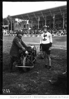 Stayer and 'derny'1908 Velodrome Buffalo, 19-7-08, Parent et son entraîneur André [cycliste et motard] : [photographie de presse] / [Agence Rol] - 1