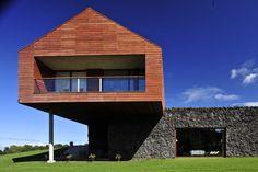 MAITEN HOUSE by Cristian Hrdalo Architects