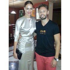 Toni con Eva Gonzáles, guapísimos ambos.  #blue01stylist #recogido #desfile #peinados #pel… http://ift.tt/1VQp8Fq