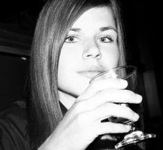 The minimum age for drinking in America is twenty-one.    アメリカでは飲酒が許される最低年齢は21歳だ。