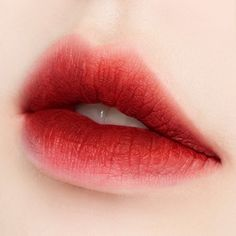 What it is Long lasting lip lacquer keeps your lips matte and less smudged or smeared as the rich color pigments are fix Natural Lip Colors, Colors For Skin Tone, Natural Lips, Korean Lips, Korean Makeup, Japanese Makeup, Asian Makeup, Gradient Lips, Ombre Lips