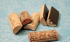 Corte as rolhas de vinho ao meio e cole uma imã em cada pedaço para decorar a geladeira ou um mural Reprodução da internet