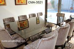 Lujoso comedor de con moderna mesa de acero y elegantes sillas con un diseño muy exclusivo.