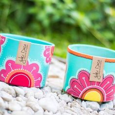 Resultado de imagen para yuki deco Painted Clay Pots, Painted Flower Pots, Painted Boxes, Pottery Painting, Ceramic Painting, Pots D'argile, Wall Clock Sticker, Outdoor Acrylic Paint, Diy Y Manualidades