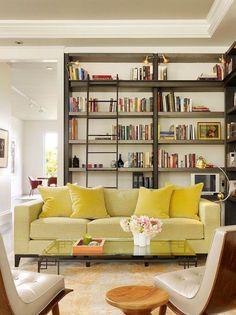 Uma sala de estar ou uma biblioteca?  https://overtheedgedesign.wordpress.com/2013/08/28/a-home-for-book-lovers/