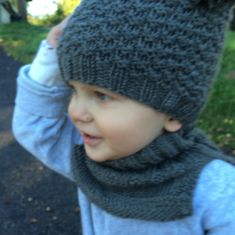 Lue og hals til ettåring – Strikk byBernsen Knitting For Kids, Baby Knitting Patterns, Knitting Projects, Baby Barn, Diy Projects To Try, Kids And Parenting, Knitted Hats, Diy And Crafts, Knit Crochet