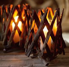 The choice of the bedside lamp is essential to bring the final touch to a cozy and warm room. Lighting, lamp type, choice of bulb or design, deco. Candle Lanterns, Diy Candles, Diy Lantern, Rustic Candles, Deco Nature, Driftwood, Candlesticks, Fall Decor, Autumn Decorations