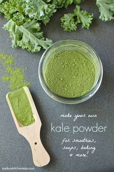 Easily make kale powder in the oven or a food dehydrator: a great way to sneak lots of veggie nutrition into smoothies, soups and more. Homemade Spices, Homemade Seasonings, Kale Powder, Green Powder, Dehydrator Recipes, Dehydrated Food, Canning Recipes, Fruits And Veggies, Vegetables