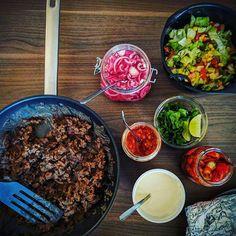 Fredagstaco <3 I dag laget jeg syltet rødløk for første gang, og DET var godt det! Definitivt fast tilbehør fremover. 😄 Flere som har #fredagstaco i dag? #matfrabunnen #hjemmelaget #feedfeed #food #foodgasm #taco #instafood #instagood #foodies #f52grams #godtno @thefeedfeed @godtno #texmex #pickles #foodporn