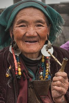 """Instead have the beads rainbowed and attached to head scarf - """"Photo credit:  James Wheeler.  PhotoLocation: Yulong Snow Mountain, Lijiang, Yunnan, China."""""""