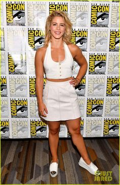 Emily Bett Rickards is a Canadian actress known for Paranormal Solutions Inc, Brooklyn but best known as Felicity Smoak in DC Universe Arrow, The Flash, Supergirl, Vixen and Legends of Tomorrow Arrow Felicity, Felicity Smoak, Emily Bett Rickards, Girl Celebrities, Celebs, Emily Arrow, Diego Go, Emily Richards, Blonde Actresses