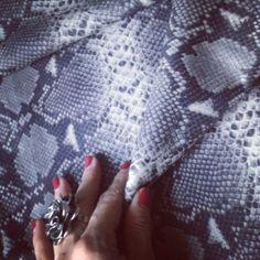 Photo by Diseñadora de zapatos(deisybustos): Tocar para sentir la sensualidad al...   iPhoneogram