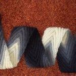 Dieses Muster ist perfekt für jedes Garn, jede Stärke und man kann auch gut mit der Breite experimentieren. Ich wollte einen ziemlich schmalen Schal, den man gut zu einer Bluse kombinieren kann. Do…