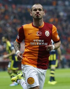 Chelsea to make summer move for Manchester United target Wesley Sneijder