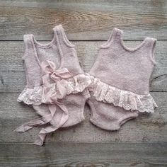 """Oh, what kind of girl clothes I have here !-""Oh, was für Mädchen Kleider ich hier habe ! Sam … – Baby Kleidung ""Oh, what kind of girl clothes I have here ! Baby Knitting Patterns, Knitting For Kids, Baby Patterns, Trendy Baby Girl Clothes, Knitted Baby Clothes, Diy Clothes, Baby Girl Romper, Baby Dress, Toddler Outfits"