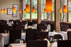 Discover the Carinthian cuisine at Falkensteiner Hotel Cristallo's spacious buffet area. Enjoy a great diversity of Austrian and international specialties. Carinthia, Restaurant Bar, Conference Room, Table, Furniture, Home Decor, Family Activity Holidays, Meeting Rooms, Interior Design