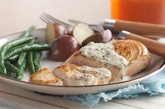 Vous en avez assez des poitrines de poulet simplement cuites au four? Essayez donc cette poêlée crémeuse au pesto, facile à réaliser en trois étapes simples et dans un seul plat.