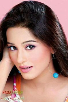 Amrita Rao, Bollywood Saree, Telugu Cinema, Indian Celebrities, Beautiful Indian Actress, Pretty Face, Indian Actresses, Catwalk, Nice Dresses