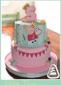 Peppa Pig Cake Tarta Peppa Pig Peppa Pig is really a British isles preschool super-hero Peppa Pig Birthday Outfit, Pig Birthday Cakes, Birthday Cake Girls, 4th Birthday, Tortas Peppa Pig, Cumple Peppa Pig, Peppa Pig Cakes, Pig Party, Girl Cakes