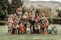 Extended Family Pictures, Summer Family Pictures, Winter Family Photos, Large Family Photos, Family Pics, Extended Family Photography, Family Posing, Family Portraits, Fall Family Outfits