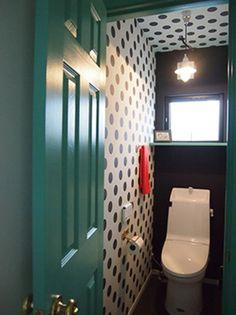どうしても無機質になりがちなトイレ。空間も限られていることが多いので、制限が多いのは事実です。