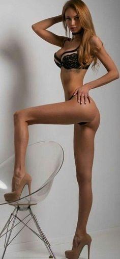 Девушки с тонкими ногами порно, порно видео лучший друг ебет девушку его друга