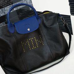 3주전 주문한 #롱샴 #르플리아쥬뀌르 나왔어요! 스트랩 홀더 이니셜 전부 내 맘대로 고르는 퍼스널라이즈드 서비스  착용컷은 오늘 밤 블로그에! #longchamp by aura_m_kr Longchamp, Tote Bag, Bags, Handbags, Carry Bag, Dime Bags, Tote Bags, Lv Bags, Purses