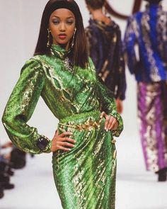 Fashion Models, 90s Models, Runway Models, 90s Fashion, Runway Fashion, High Fashion, Fashion Show, Green Fashion, Fashion Design